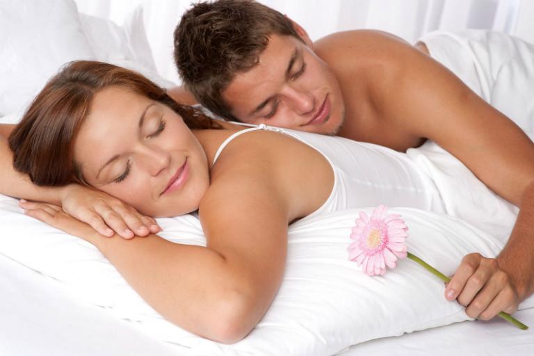 Người bệnh giời leo không nên quan hệ tình dục để tránh lây nhiễm bệnh. Hãy điều trị dứt điểm để cuộc yêu trọn vẹn hơn.