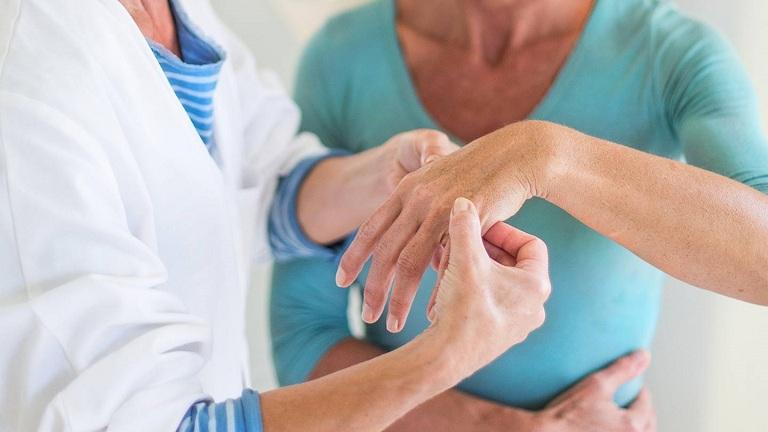 hậu quả của việc bẻ khớp tay
