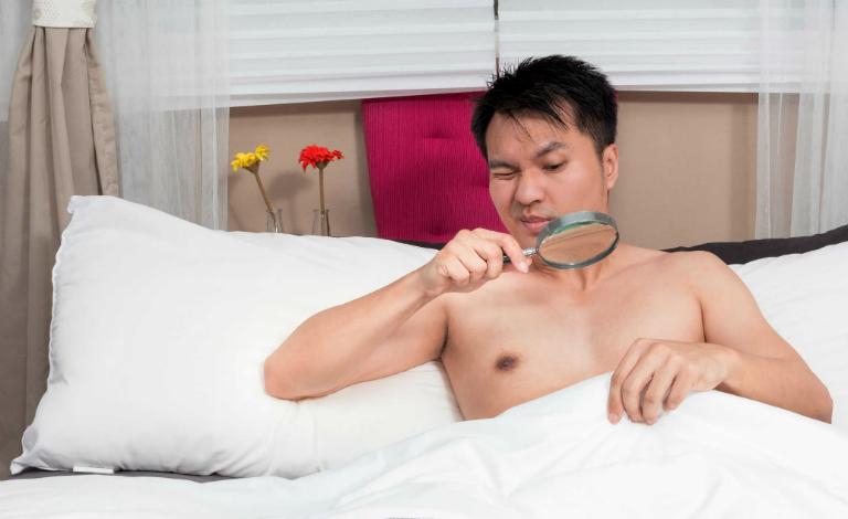Nguyên nhân dẫn đến rối loạn cương dương là do thức khuya, tiêu thụ nhiều chất kích thích, stress,...