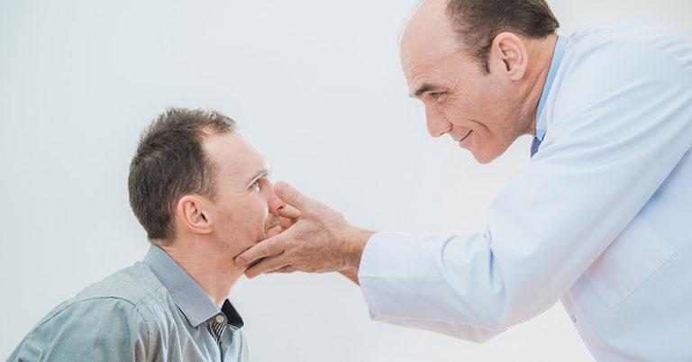điều trị ngứa vùng da quanh mắt