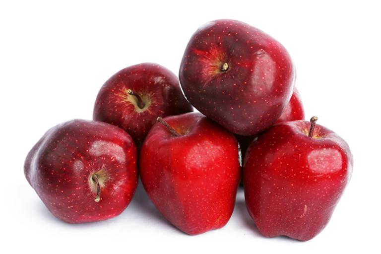 Táo chứa một lượng chất xơ lớn, giúp đường ruột làm việc tốt hơn, đẩy lùi chứng táo bón.