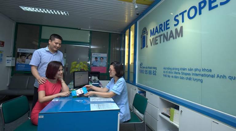 Một bệnh nhân thăm khám phụ khoa tại Marie Stopes International Đà Nẵng