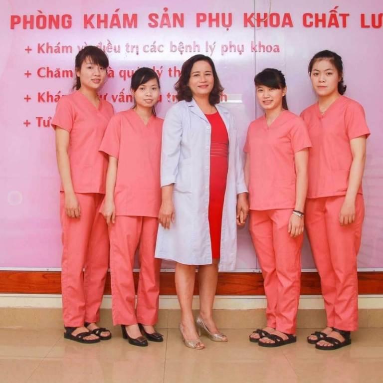 Phòng khám phụ khoa của bác sĩ Chánh lấy tông màu hồng làm chủ đạo