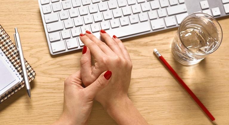 Tác hại thói quen bẻ khớp ngón tay