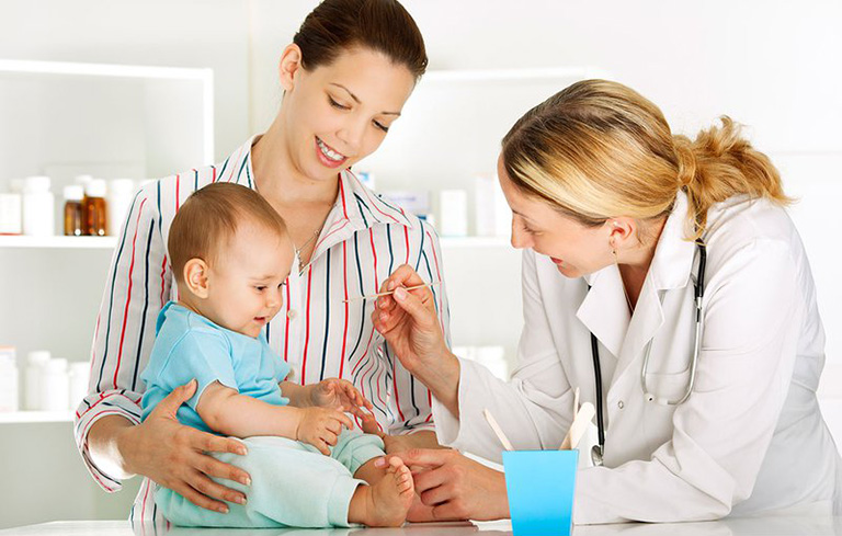 điều trị táo bón ở trẻ sơ sinh