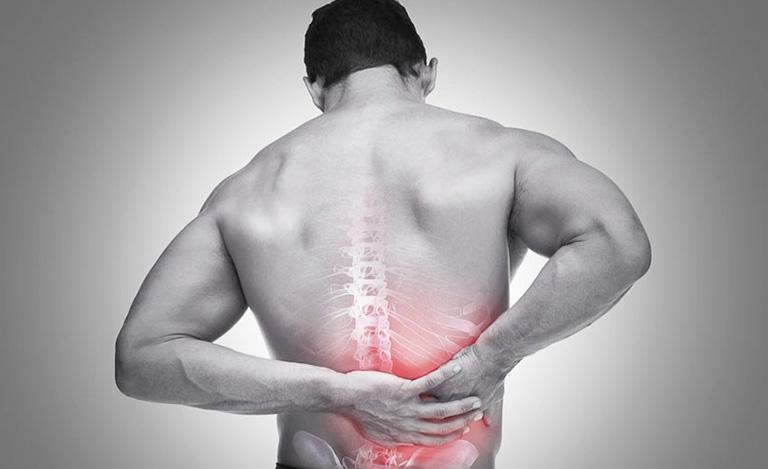 tập squat bị đau lưng dưới