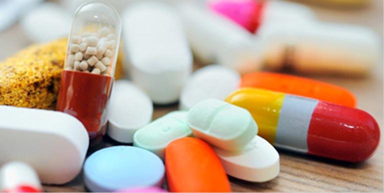 Sữ dụng thuốc Tây làm giảm cơn đau nhức, giúp kiểm soát bệnh nhanh chóng