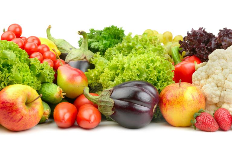 Kết hợp ăn các loại thực phẩm chứa nhiều chất xơ và vitamin như rau củ, hoa quả,... để điều trị táo bón tận gốc.