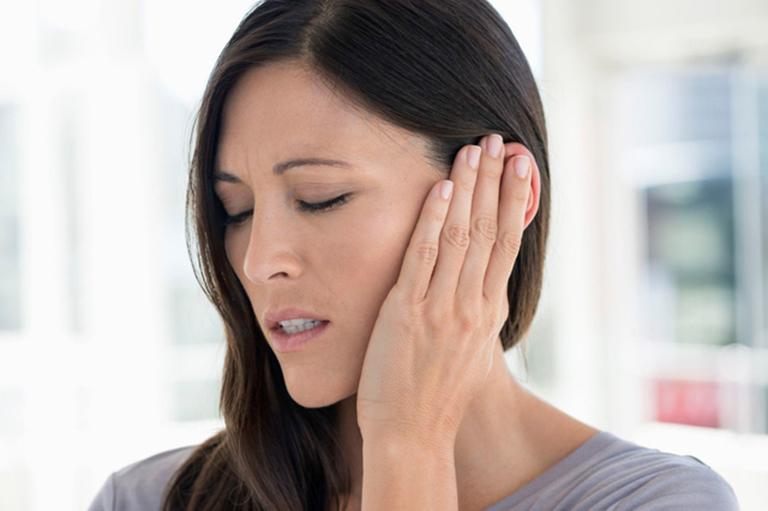 Ù tai do thoái hóa đốt sống cổ nếu kéo dài sẽ làm giảm khả năng nghe của người bệnh