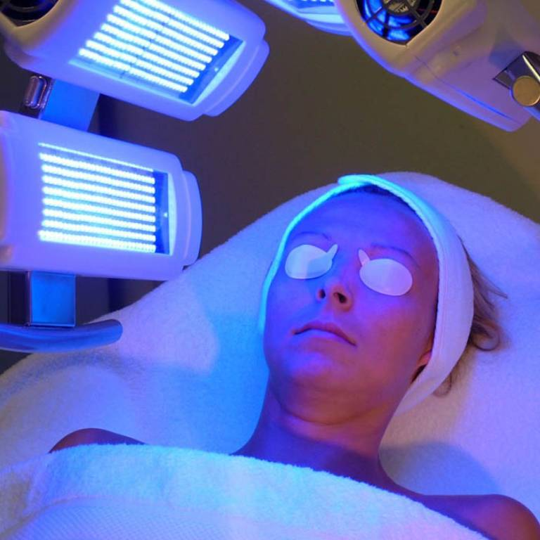 Điều trị vảy nến hồng bằng quang hóa trị liệu cũng là một phương pháp an toàn