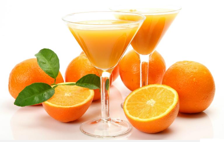 Rất nhiều người thắc mắc nếu bị viêm họng thì có thể uống nước cam không?