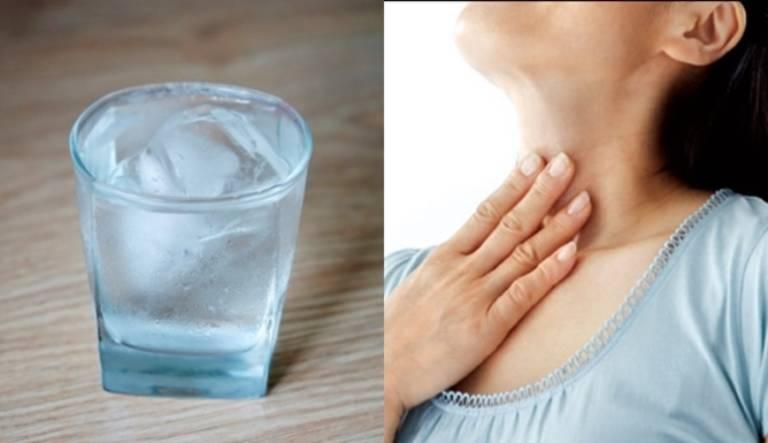 Nước đá là một trong những nguyên nhân khiến bệnh viêm họng kéo dài dai dẳng