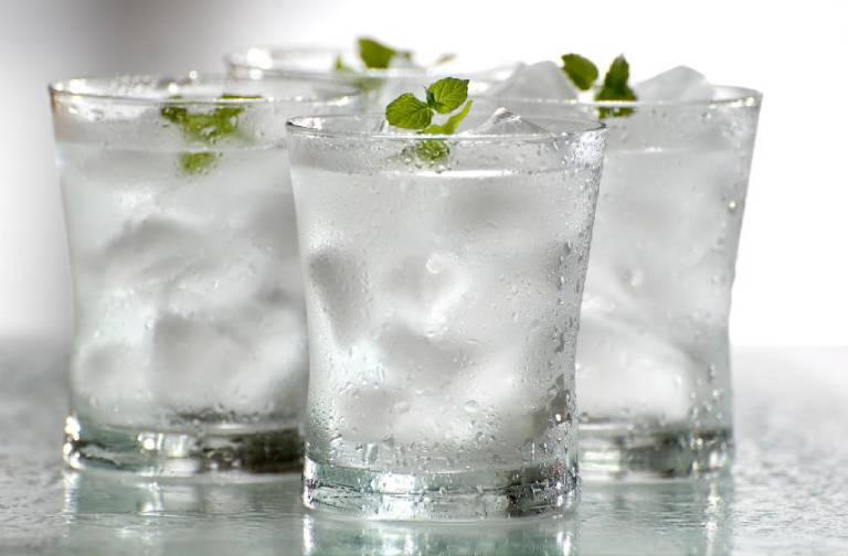 Viêm họng có nên uống nước đá hay không là thắc mắc của nhiều người