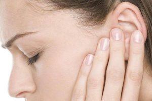 Bệnh viêm tai giữa có tự khỏi được không