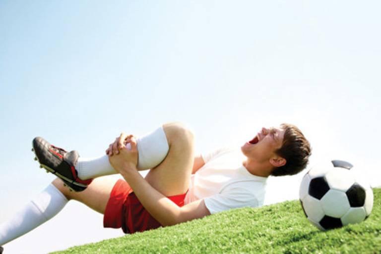 Chấn thương là một trong những nguyên nhân gây viêm tràn dịch khớp gối