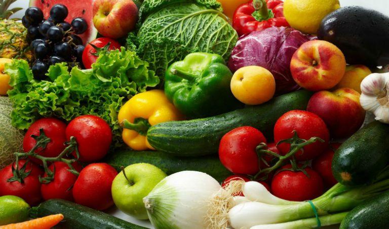 Để cải thiện bệnh bạch biến, người bệnh nên ăn các loại rau củ tươi, giữ tinh thần lạc quan, bảo vệ da trước sự tác động của ánh nắng mặt trời,...