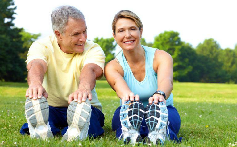 Người bệnh tiểu đường có thể điều trị tại nhà bằng cách tập thể dục hàng ngày, kiểm soát cân nặng, hạn chế ăn thức ăn đường ngọt,...