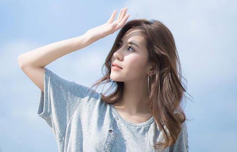 Người bị bạch biến nên hạn chế việc để làn da tiếp xúc trực tiếp với ánh nắng mặt trời