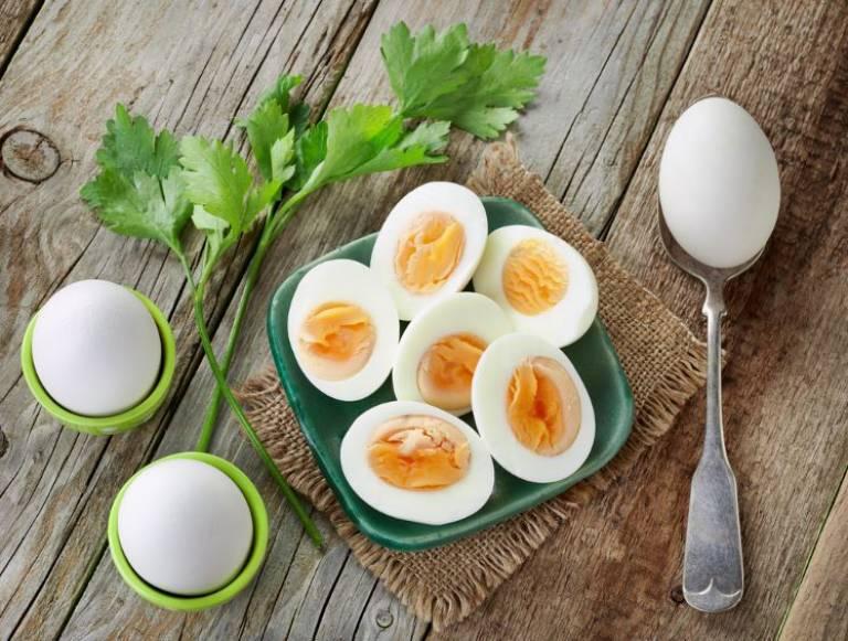 Luộc trứng là cách chế biến tốt nhất cho người bệnh gút