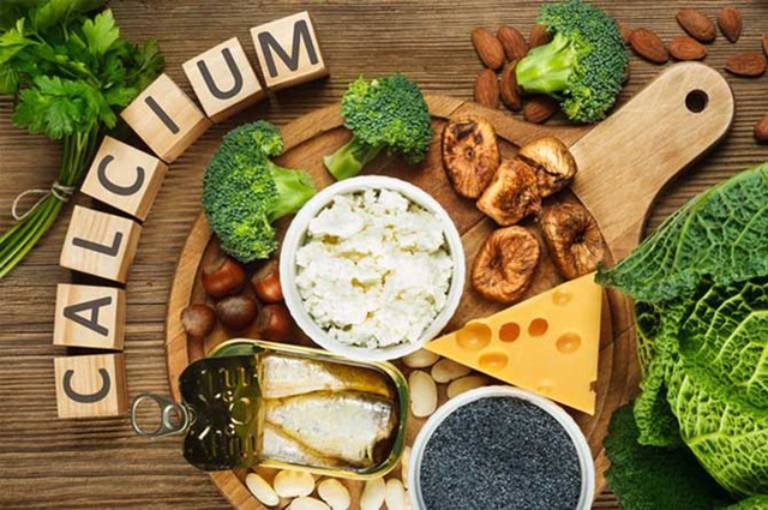 Một chế độ ăn uống đầy đủ, giàu dưỡng chất đặc biệt là canxi sẽ giúp phòng ngừa bệnh hiệu quả
