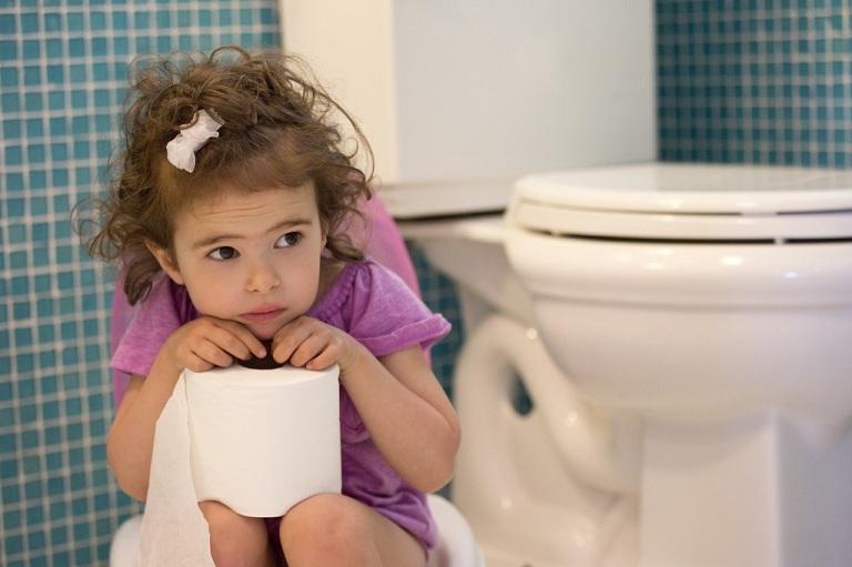 Bệnh trĩ gây ra cảm giác khó chịu ảnh hưởng đến quá trình phát triển của trẻ em