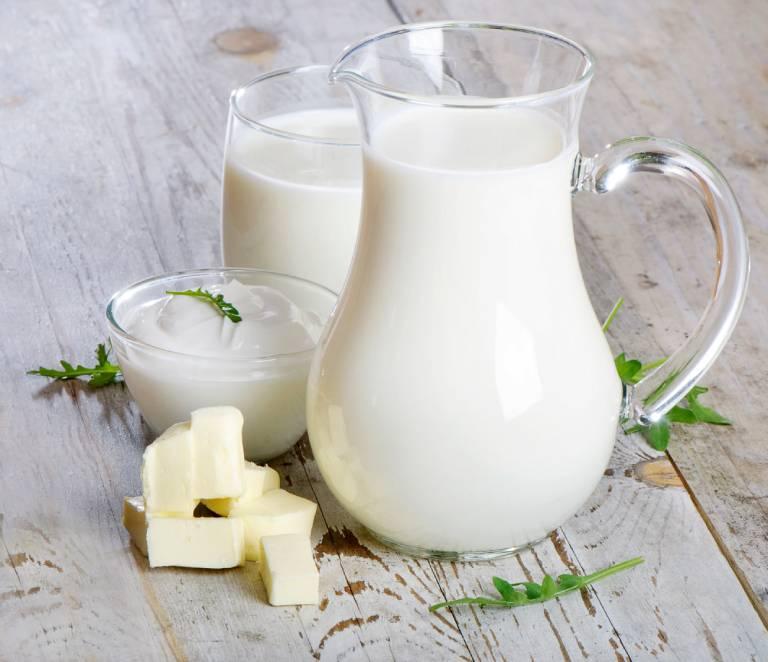 Người bệnh gút có thể uống sữa nhưng phải đúng loại, đúng liều lượng