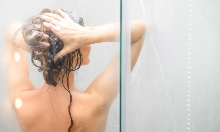 Người mắc chứng giời leo cần tắm rửa sạch sẽ hàng ngày, ăn uống đầy đủ, giữ tìn vệ sinh vùng da đang bị viêm nhiễm,...