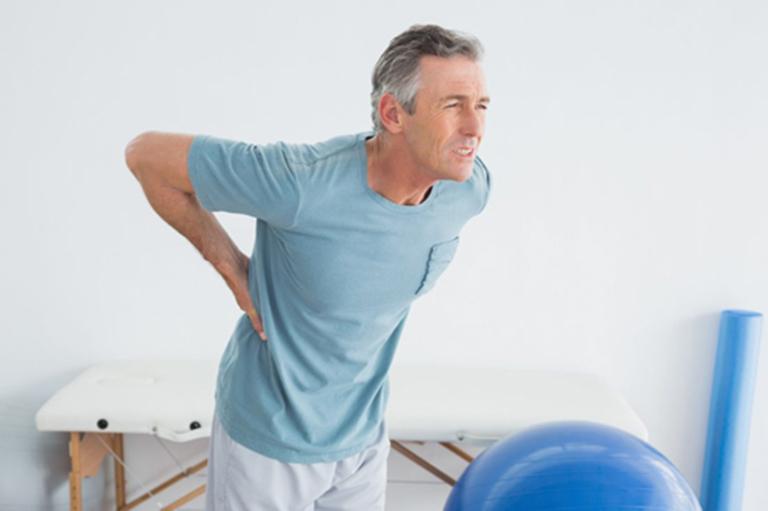 Đau lưng, hông là triệu chứng phổ biến ở những người mắc phải bệnh ung thư tuyến tiền liệt