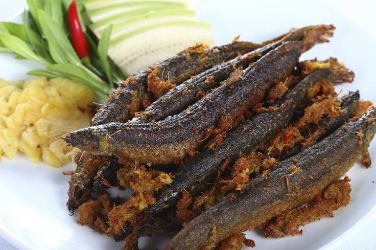 Cá chạch chiên riềng sả là món ăn có tác dụng cải thiện sinh lý nam giới