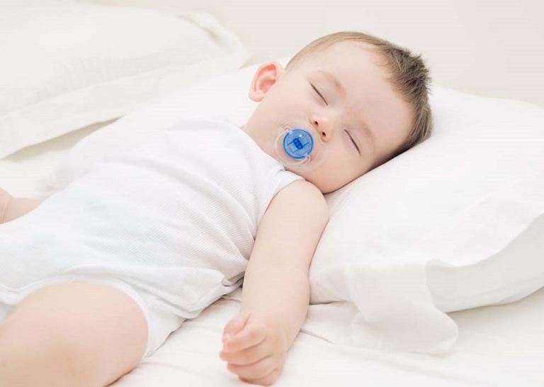 cách điều trị nghẹt mũi cho trẻ sơ sinh
