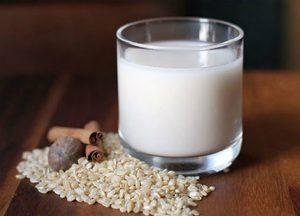 Nước gạo rang giúp cải thiện tình trạng tiêu chảy. Cả trẻ em, người lớn đều dùng được.