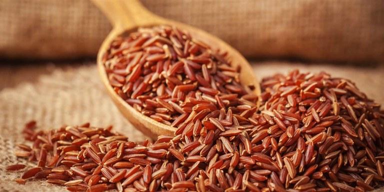 Gạo lứt có giá trị dinh dưỡng cao hơn gạo tẻ.