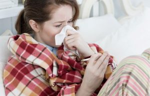Thời tiết thay đổi đột ngột có thể là nguyên nhân gây chảy nước mũi màu vàng loãng