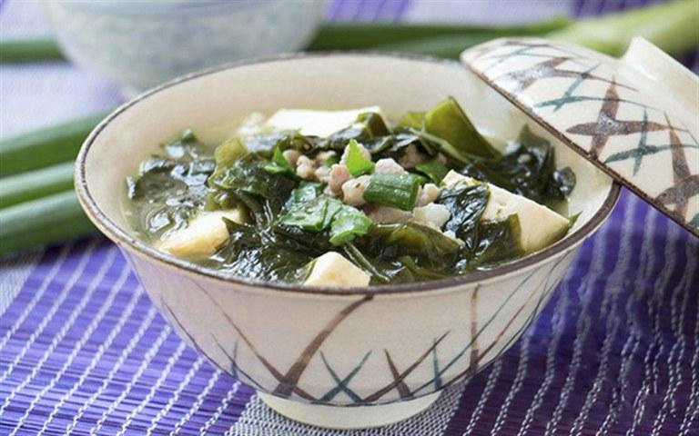 Canh đậu phụ rong biển là món ăn tốt cho sức khoẻ sinh lý nữ giới