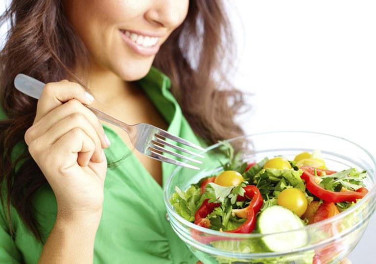 Chế độ ăn uống hợp lý có tác dụng cải thiện triệu chứng đau bụng trên rốn