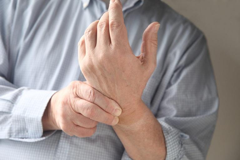 Chèn dây thần kinh gây tê tay