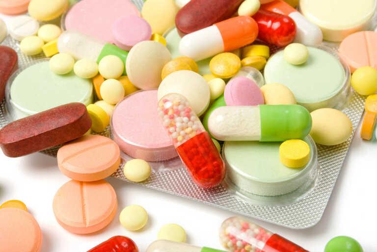 Đừng tự ý mua thuốc khi bị tiểu buốt kèm ra máu sau khi quan hệ để tránh tình trạng trầm trọng hơn