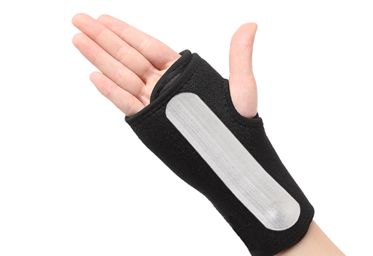 mổ u nang bao hoạt dịch khớp cổ tay