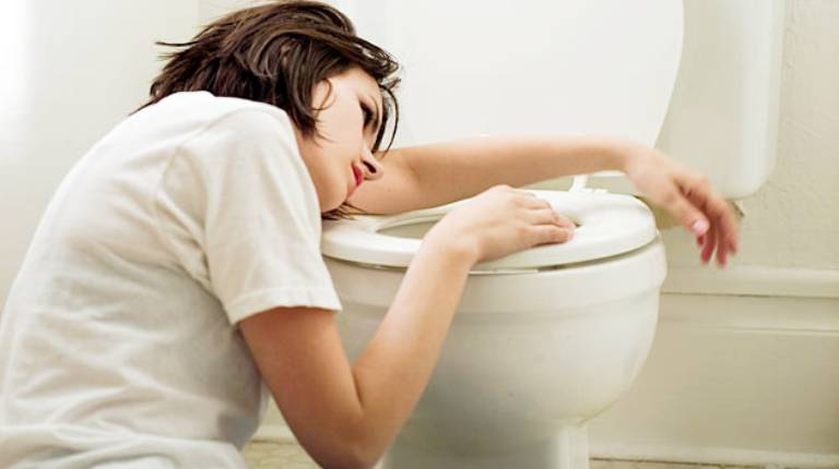 Tình trạng chướng bụng đầy hơi buồn nôn kéo dài sẽ ảnh hưởng nghiêm trọng đến sức khỏe và chất lượng cuộc sống người bệnh