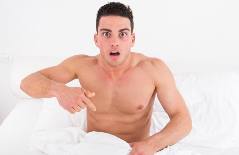 Có rất nhiều nguyên nhân gây ra chứng đái dầm ở người lớn.