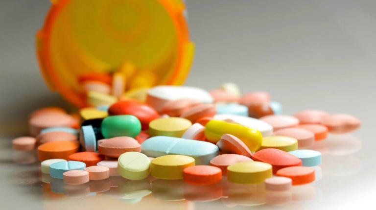 Người bệnh đái dầm có thể uống một số loại thuốc Tây để điều trị.