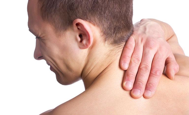 đau dưới xương bả vai bên trái sau lưng là bệnh gì