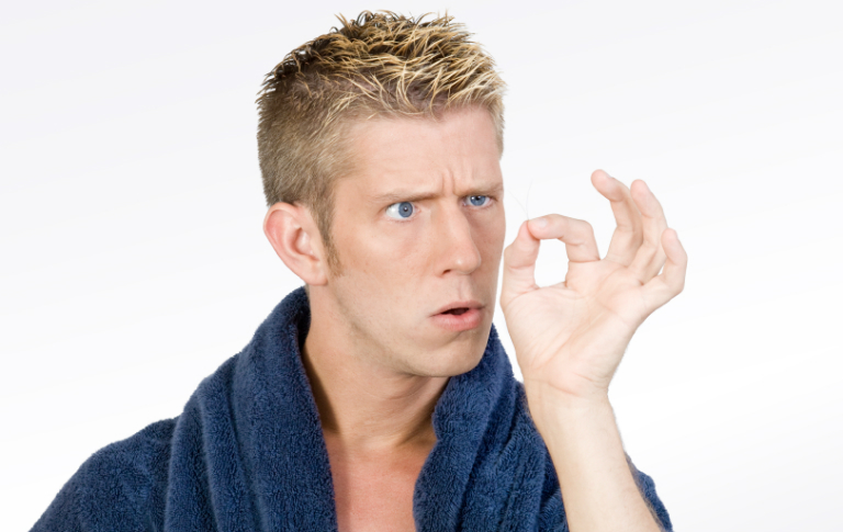 Có rất nhiều nguyên nhân dẫn đến rụng tóc ở nam giới.