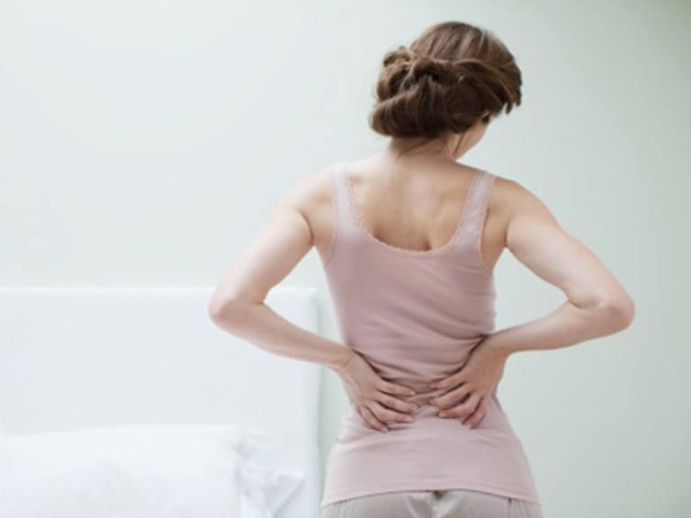 Chứng đau lưng ở gần mông của phụ nữ có thể là dấu hiệu của các bệnh phụ khoa