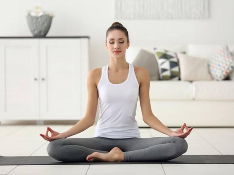 Ngồi thiền đúng cách giúp giảm đau lưng