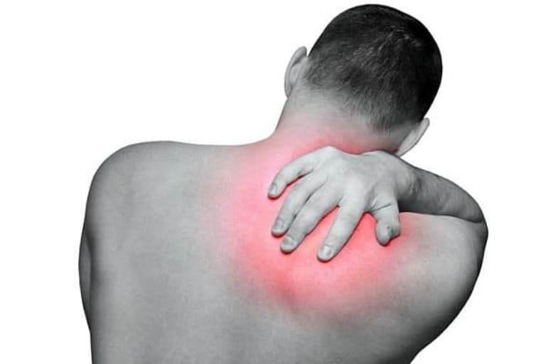 Không nên xem thường tình trạng đau nhói dưới bả vai phải