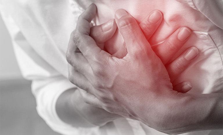 đau tim gây đau nhói sau lưng bên trái sau tim