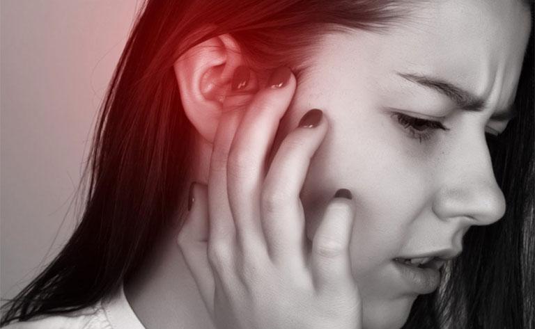 đau bên trong tai trái phải