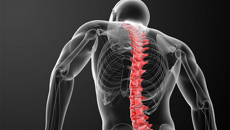 đau sau lưng vùng phổi phải có nguy hiểm không