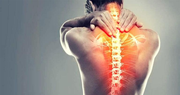 đau sau lưng vùng phổi phải là bệnh gì